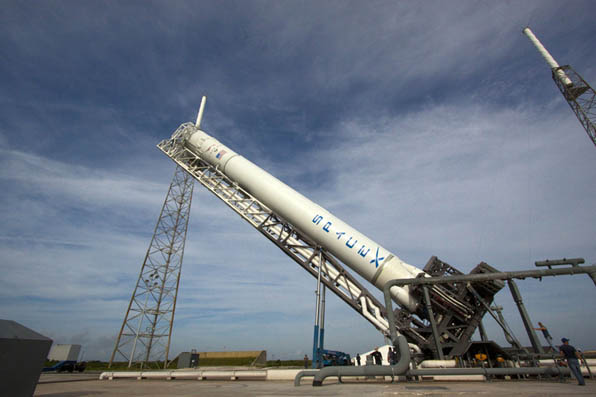 space vehicle falcon 9 -#main